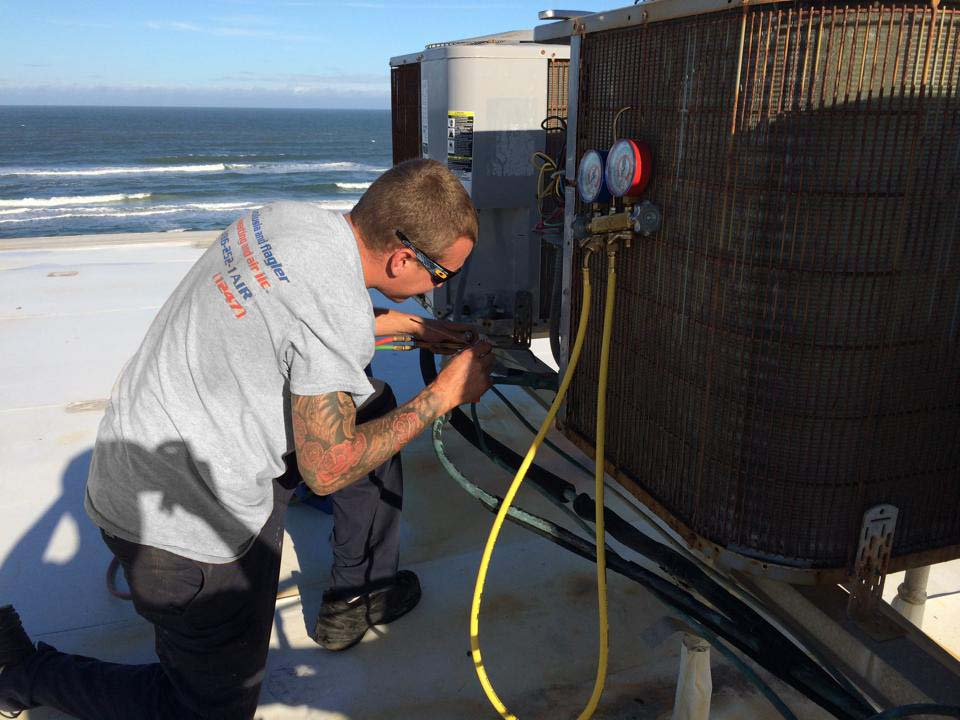Air Conditioning Contractor working on Daytona Beach